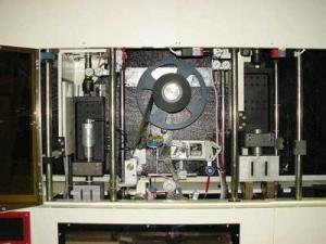 Poste automatique pour parfumeur industriel
