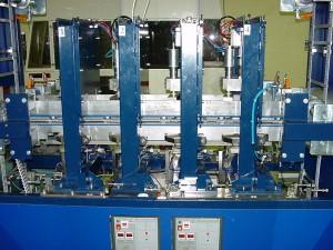 Poste automatisé de coupe et de soudure ultrason de surchaussure