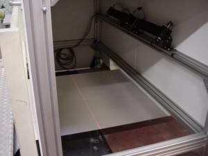 Vue laser du poste de profilométrie laser sur pièces textiles