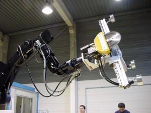 Robot industriel de démantèlement nucléaire automatisé et téléopéré